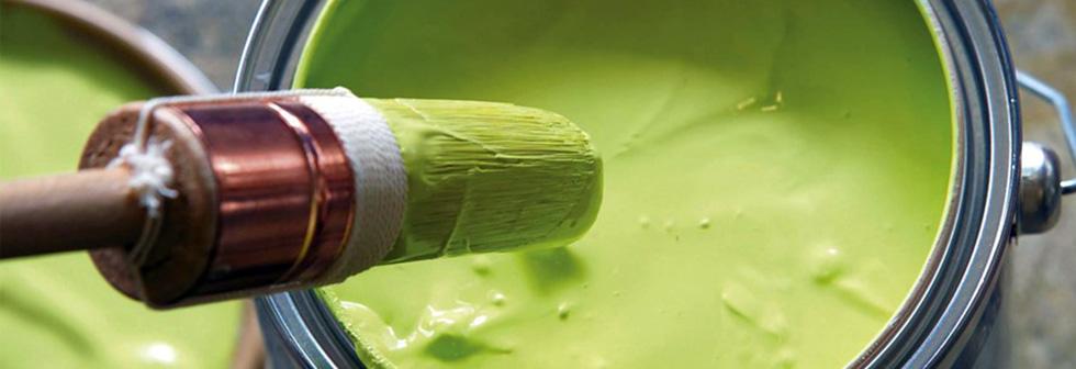 groene verfpot met borstel